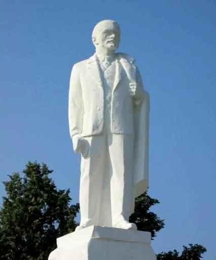 Памятник Ленину в Ирбите