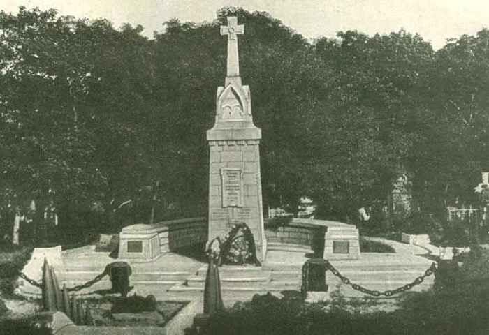 Памятник героям крейсера Варяг