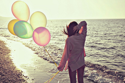 balloon-balloons-brown-hair-girl-sad-Favim.com-243690