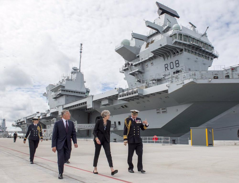 при переходе фото новый британский авианосец королева елизавета смонтируйте