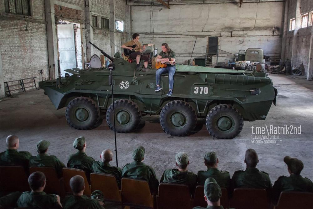 Юля Чичерина и Владимир Скобцов для бойцов первой линии обороны ДНР