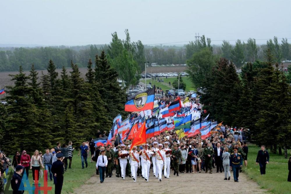 Донбасс почтил память защитников Саур-Могилы 1943 и 2014 годов
