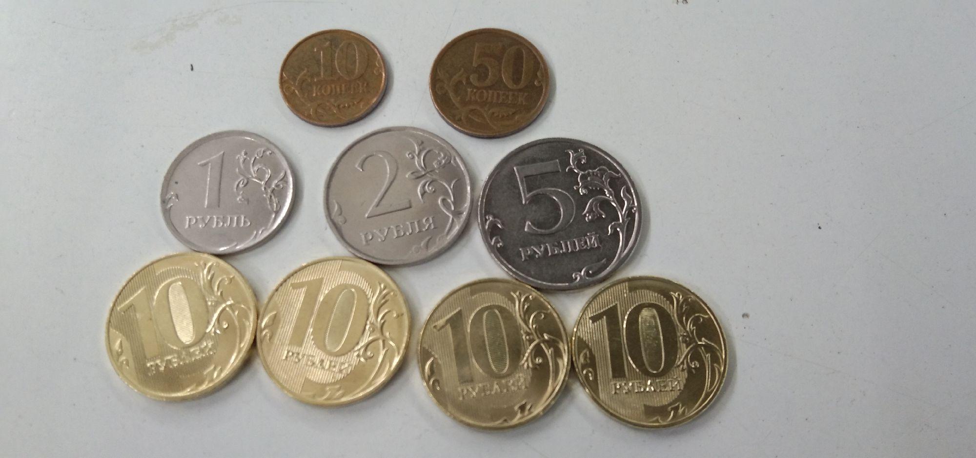 Посмотрите на фотографии монет из моего кошелька. Это сегодняшняя сдача. Банкноты так же – новенькие. Но по ним трудно без специальных знаний судить о проводимой в стране девальвации.А вот по монетам – можно.