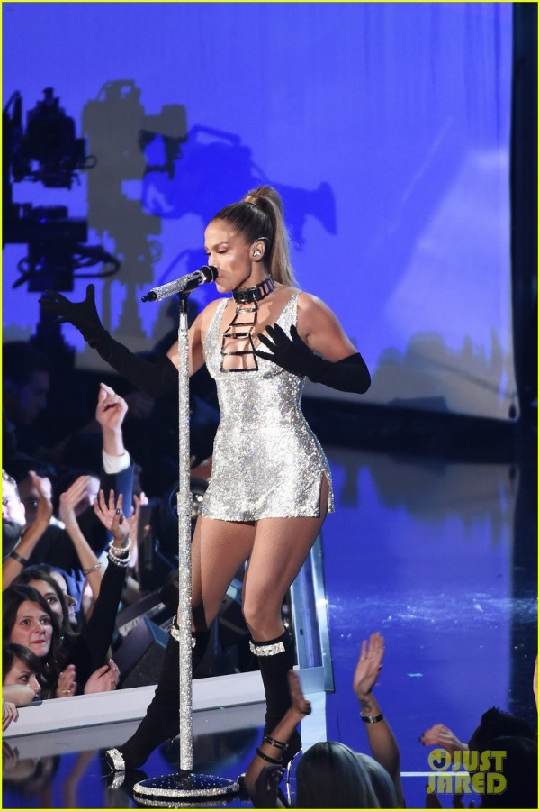 jennifer lopez performs booty live at the fashion rocks 2014 oh no they didn 39 t. Black Bedroom Furniture Sets. Home Design Ideas