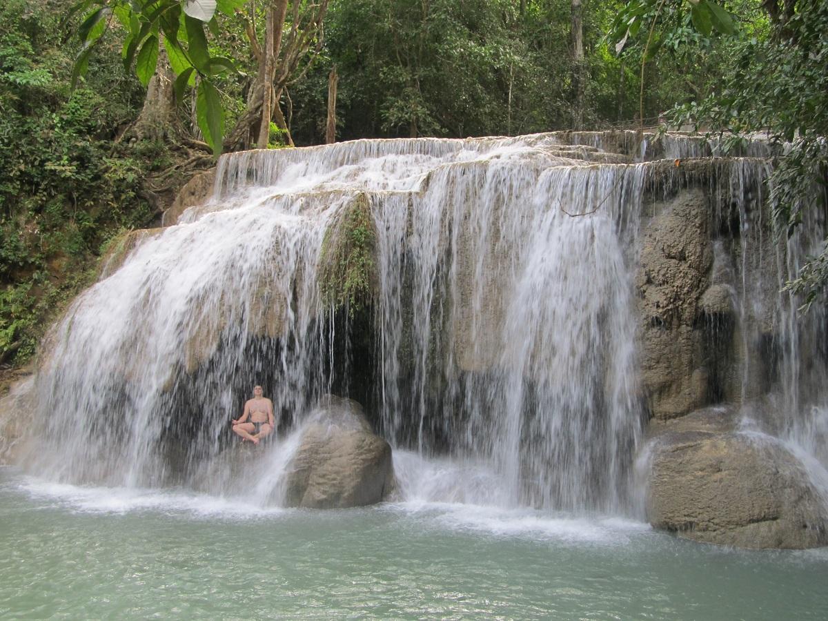 Секс под водопадом