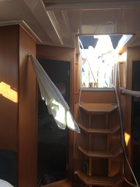 Современная парусная чартерная яхта EBB8CE5E-7E7F-4409-A6B5-3AD329F2B69D.jpeg