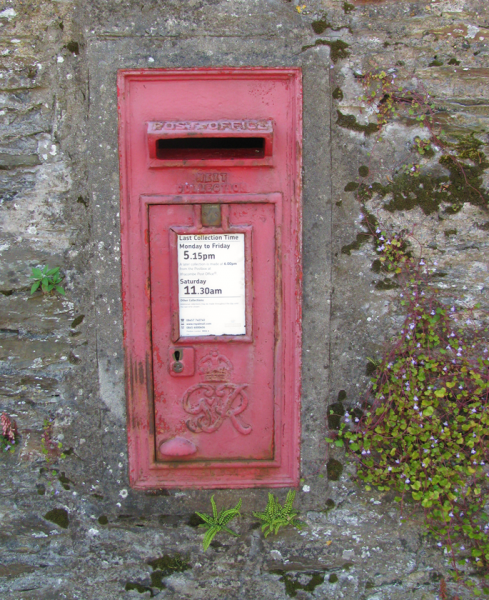 Postbox_in_wall.PNG