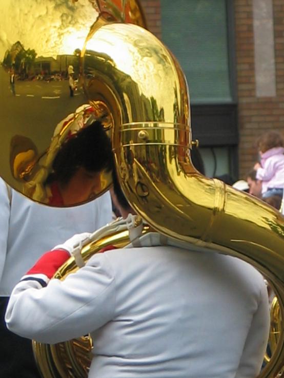 Tuba_player.jpg