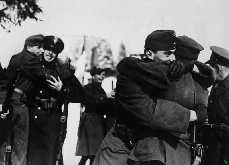 Братания польских и венгерских солдат в Чехословакии