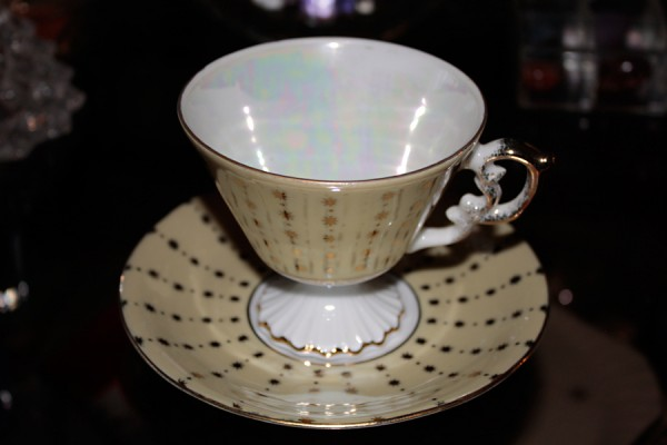 teacup-saucer-yellowgold