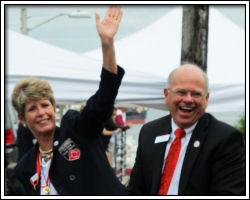 2011 Astoria parade day -- Sue and Dennis
