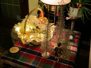 2011 Christmas - Rose basket and gold trees