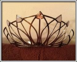 crown-traveling-framed