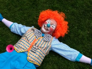 clown-on-grass