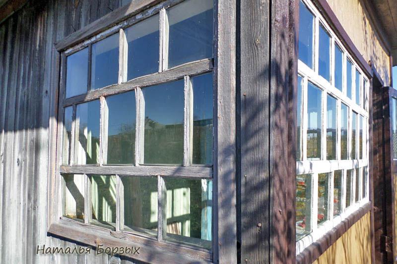 окно сильно пострадало от влажности