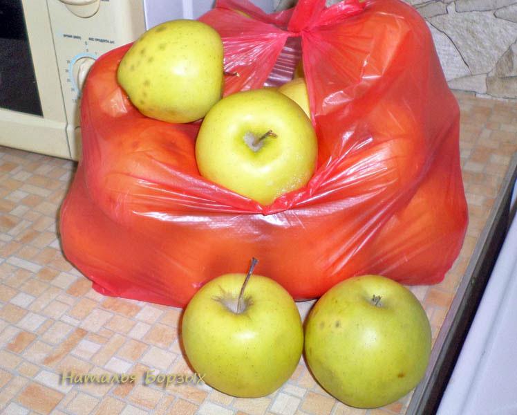 уценённые яблоки, но крупные и сладкие