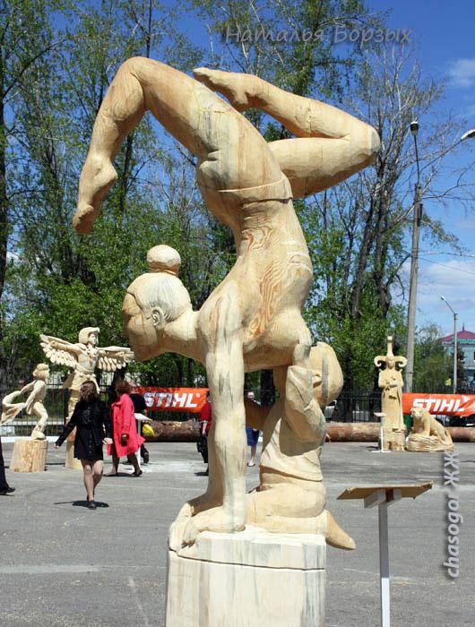 гимнастка с младенцем