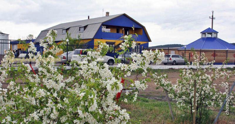 гостиница в окружении садов