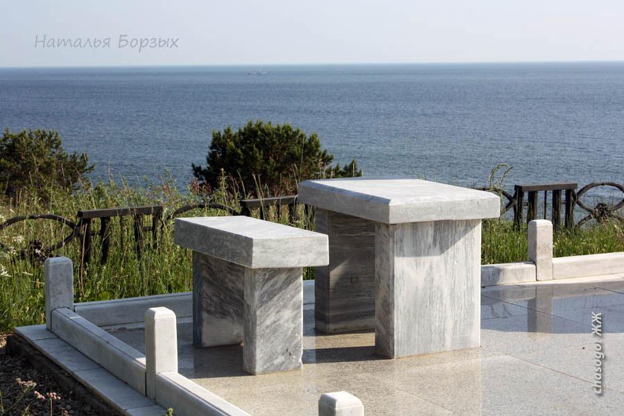 столик из мрамора