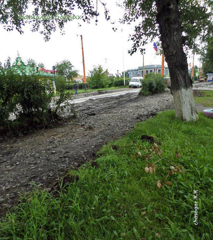 главная площадь города разрыта, к Ленину не пройти