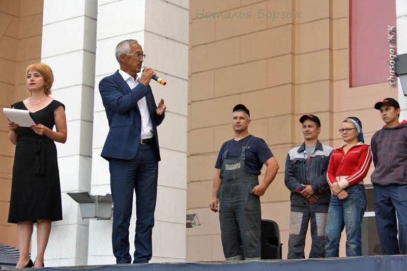 открывает фестиваль мэр Свирска В.Орноев