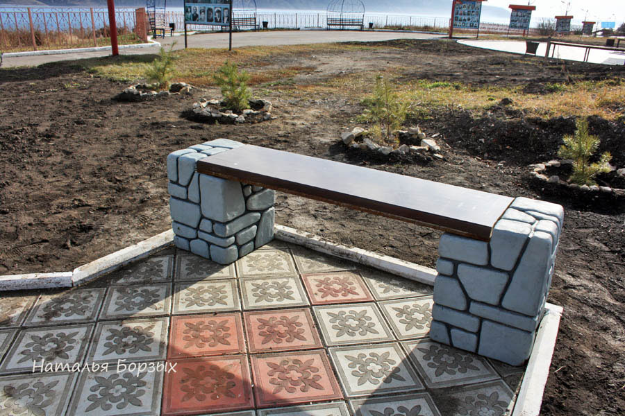 появились новые скамейки на набережной
