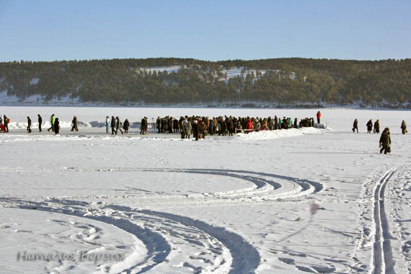толпа на льду