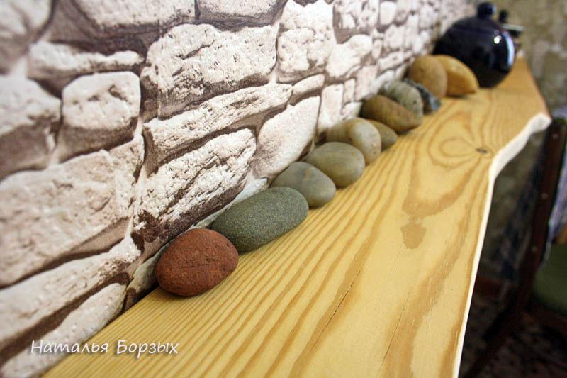 теперь есть место для сменяемой экспозиции камней