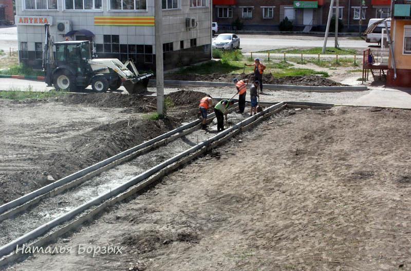 бетонируют бордюр