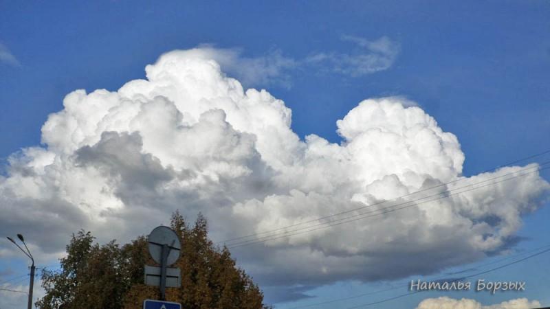 облако не осеннее зависло