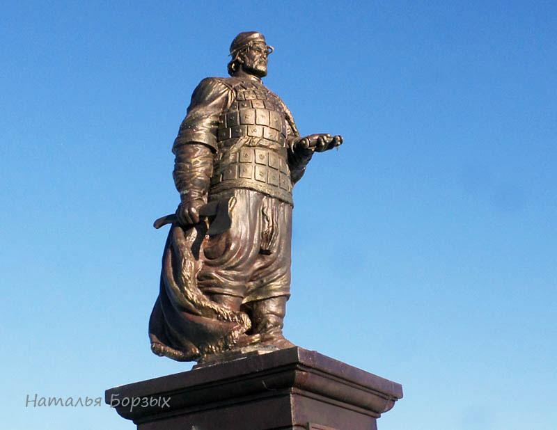 памятник Фёдору Черниговскому в Свирске