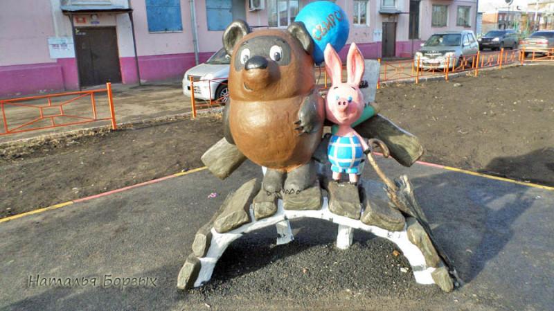 скульптуры в свирском дворе