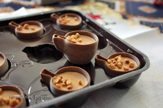 шоколад в форме кофейных чашечек - подарок читательницы