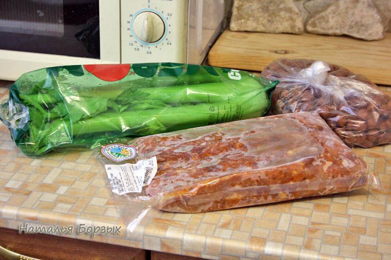 сельдерей, мясо для бигуса и фундук