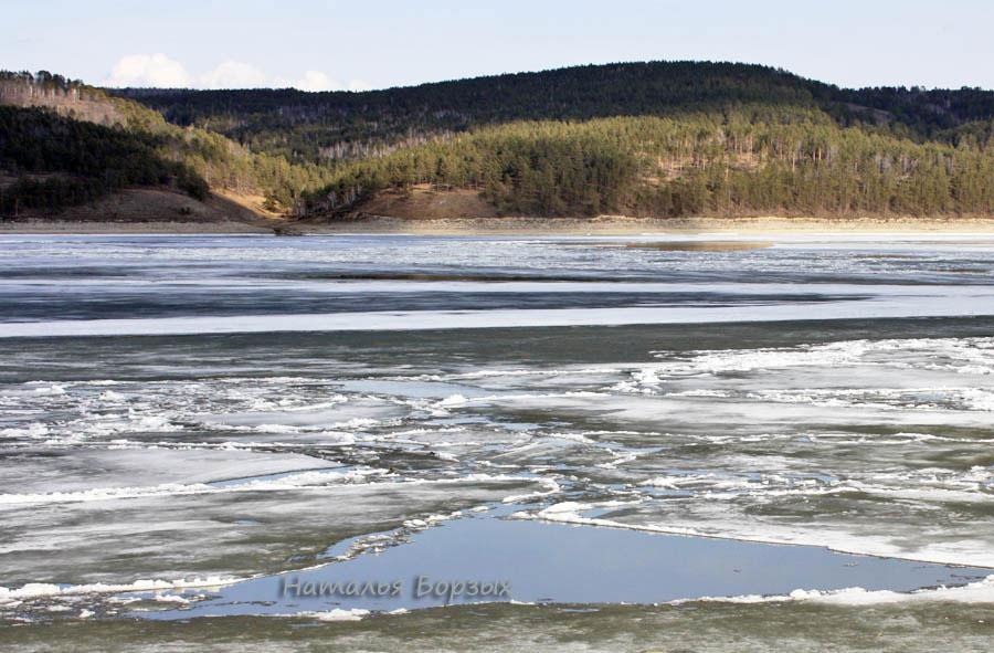 12 апреля, лёд идёт по всей ширине русла