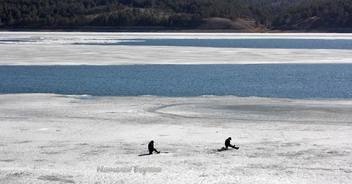 6 апреля, рыбаки почти у нашего берега, стрим разделился на два потока