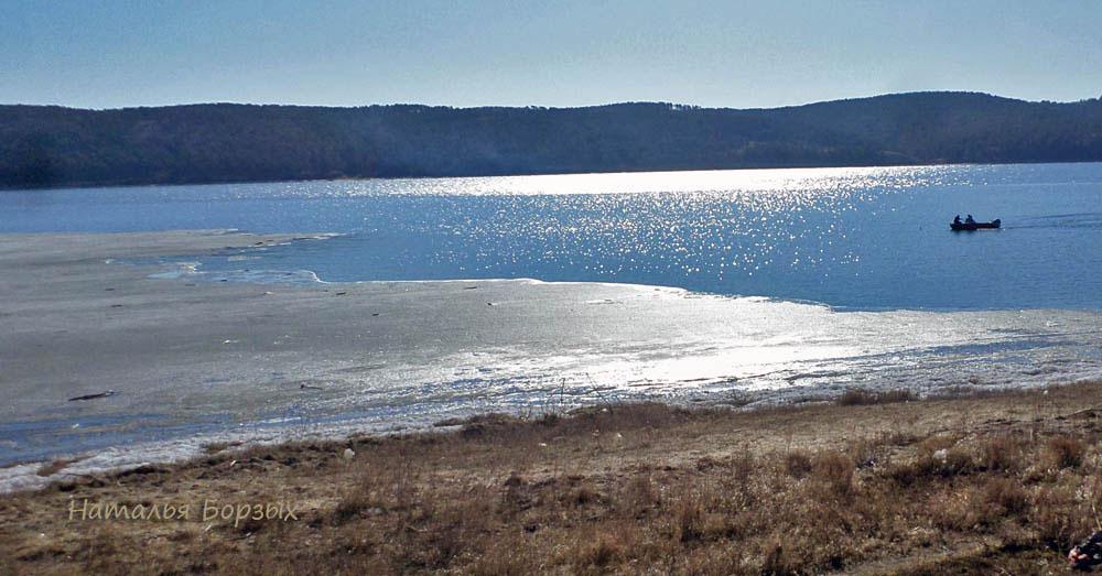 лёд на Ангаре ещё не весь растаял
