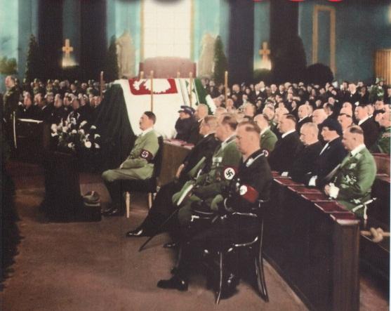 Гитлер у сиволического гроба Пилсудского. 1935 г.