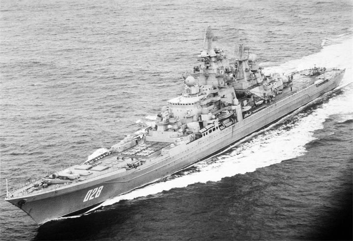 Rossiyskiy-tyazhyolyy-atomnyy-raketnyy-kreyser-Admiral-Lazarev