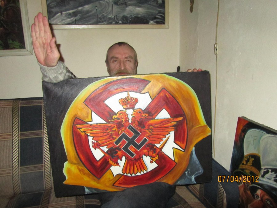 Валерий Коноплёв со своей картиной