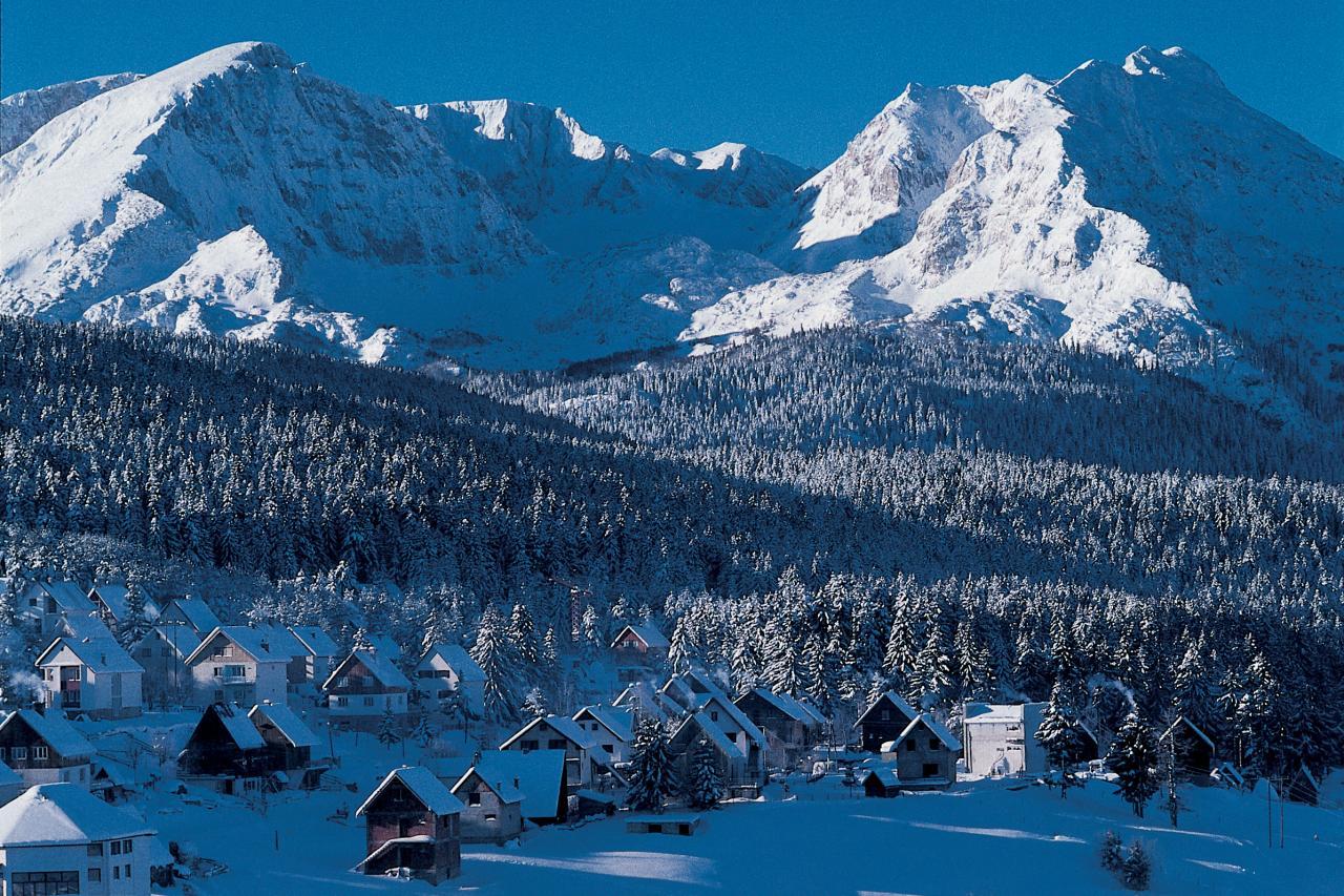 Устойчивым снежным покровом характерны высокогорные районы Черногории