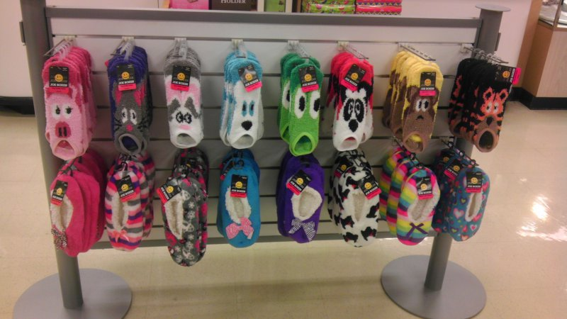 8d0f1064d3446c5b9356d7cec73f311e-animal-socks-are-terrified-of-you
