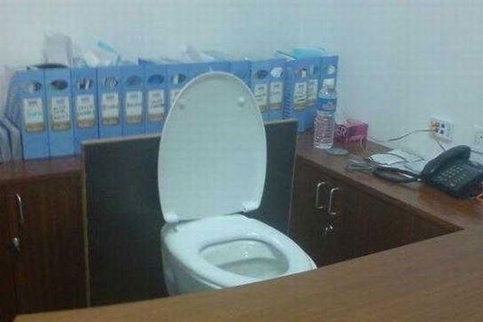 1270058212_toilet_37