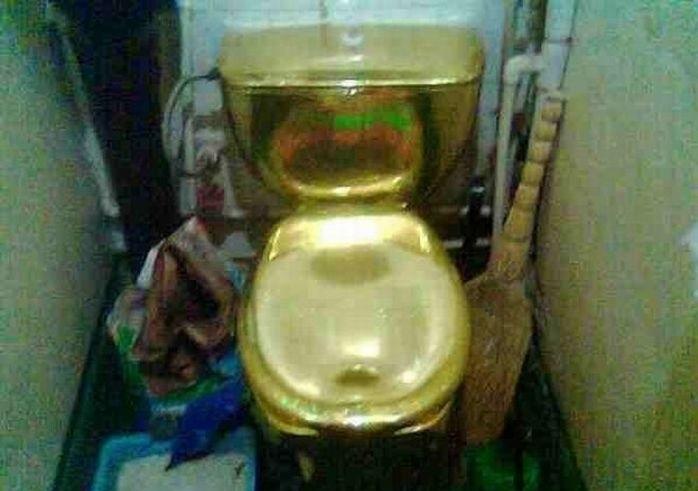 1270058135_toilet_63