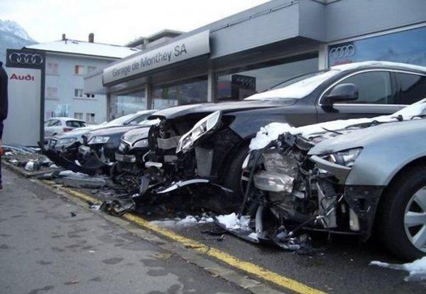 audi-avtosalon-car-wreck-01