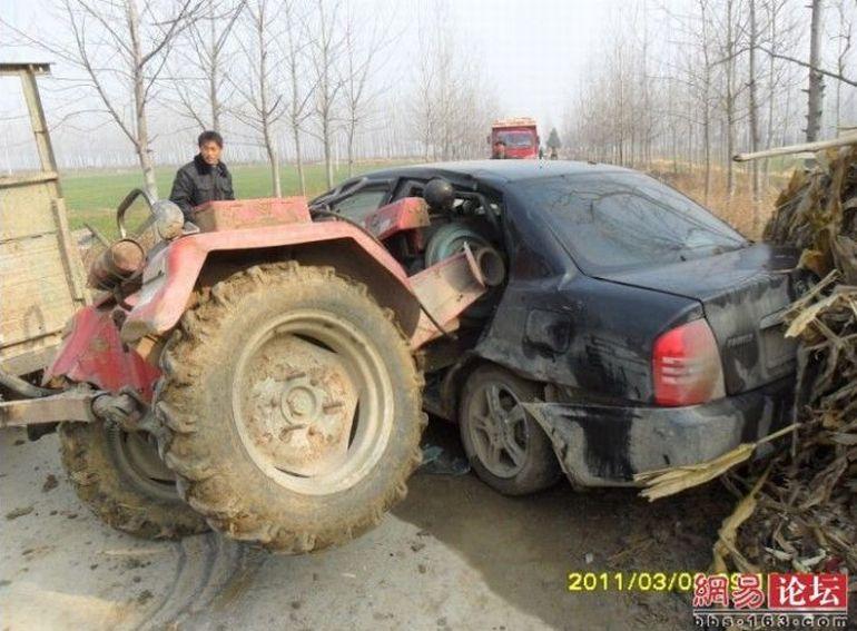 1299827388_traktor_vs_avtomobil_5