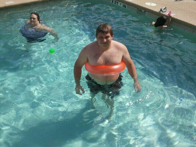 согласна,но даже толстухи в бассейне так