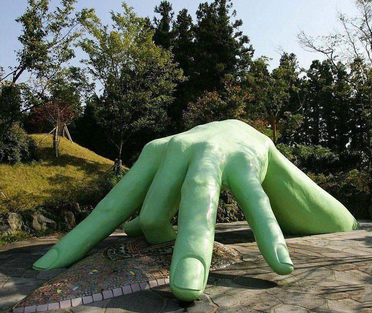Фото эротических скульптур на улицах города 4 фотография