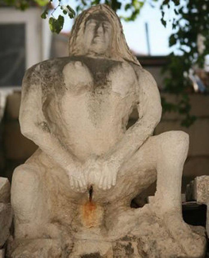 Фото эротических скульптур на улицах города 12 фотография