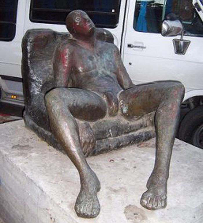 Фото эротических скульптур на улицах города 23 фотография